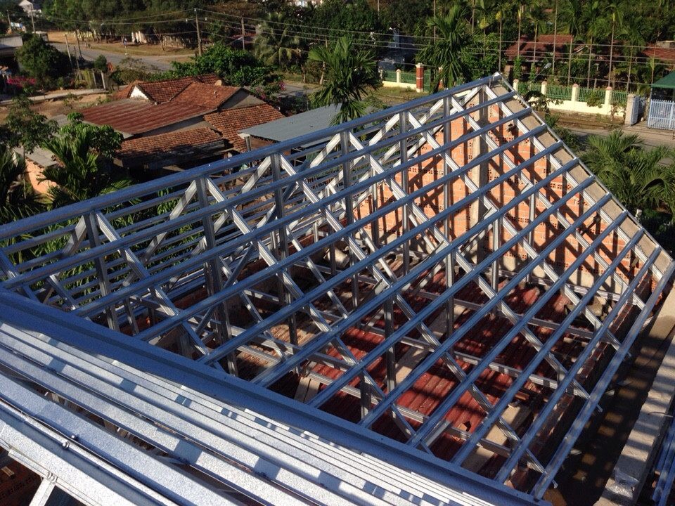 Mách bạn khung kèo lợp ngói làm từ thép mạ chất lượng nhất hiện nay - www.TAICHINH2A.COM